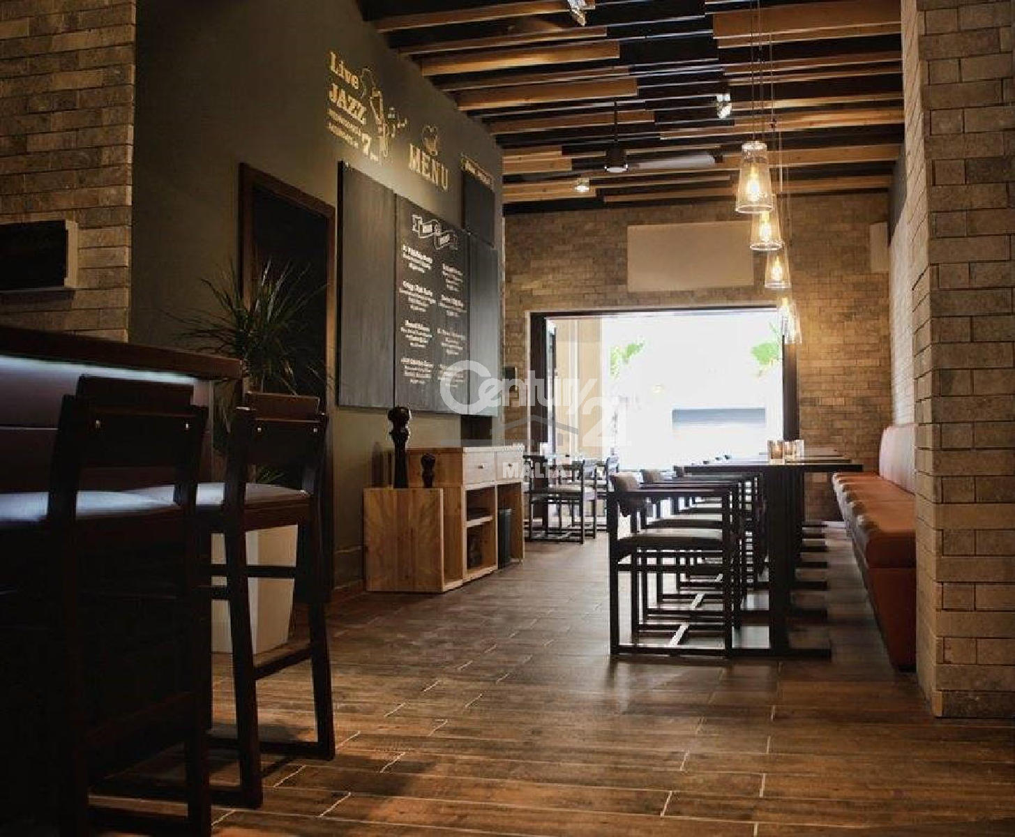 021AT08470–Fully Equipped Bar/Restaurant
