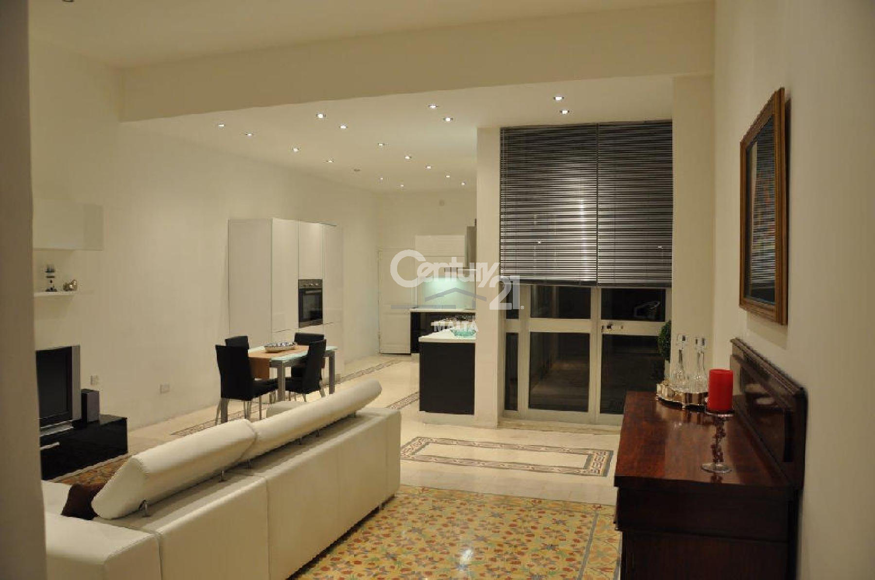 C21CF09915–Furnished Town House